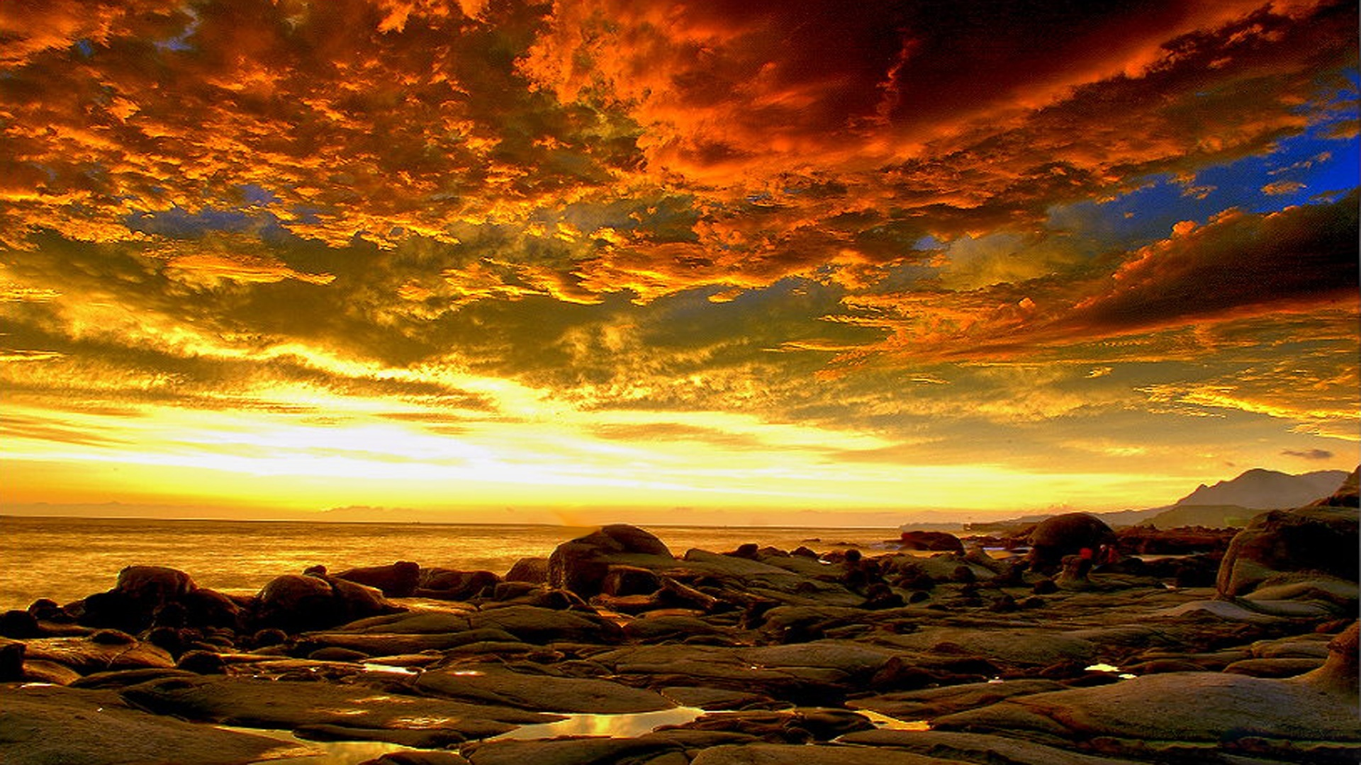Beautiful-Fiery-Sky-HD-wallpaper